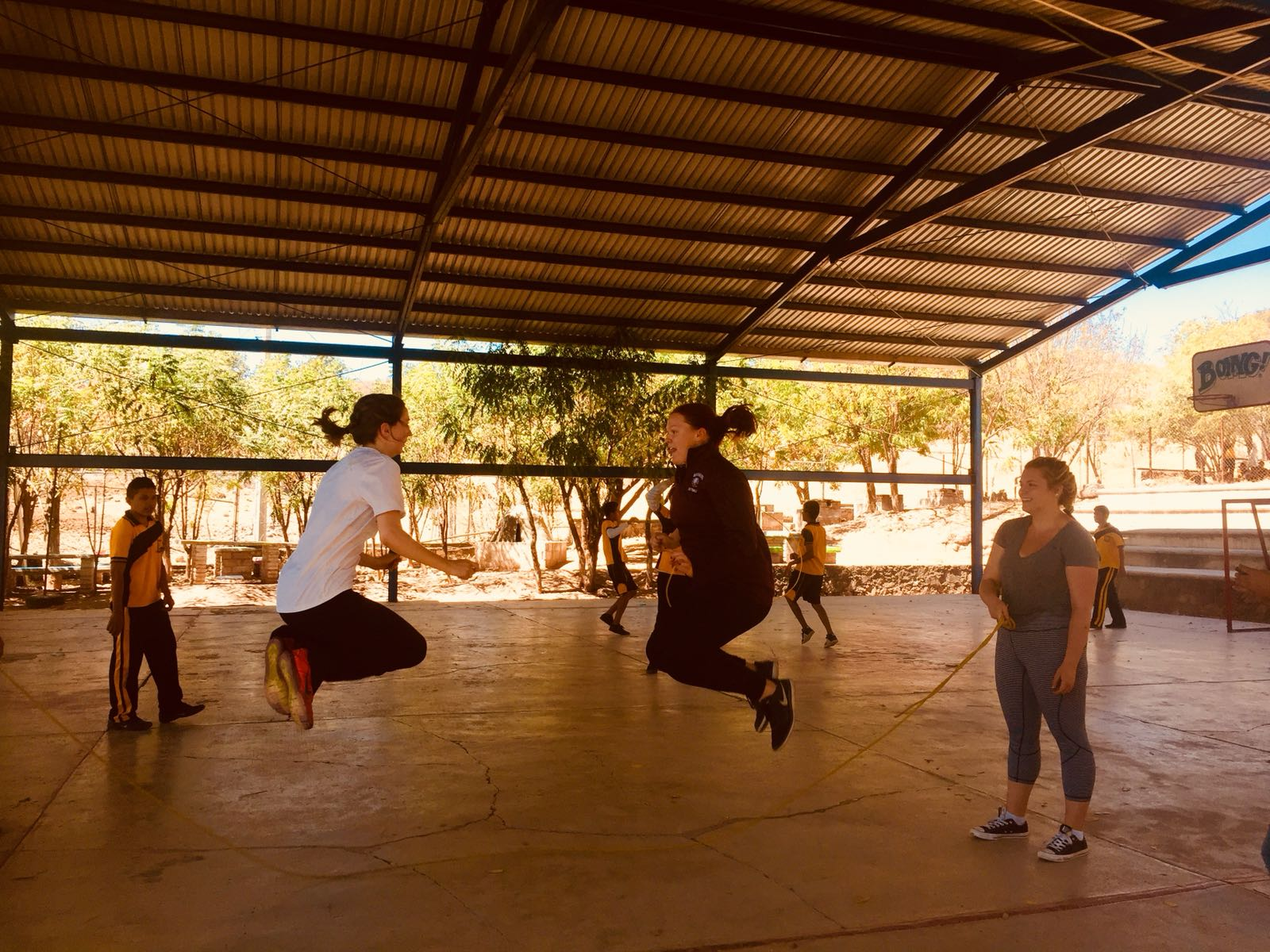Two CEMAL students are jumping rope with high school students in Ixtlilco