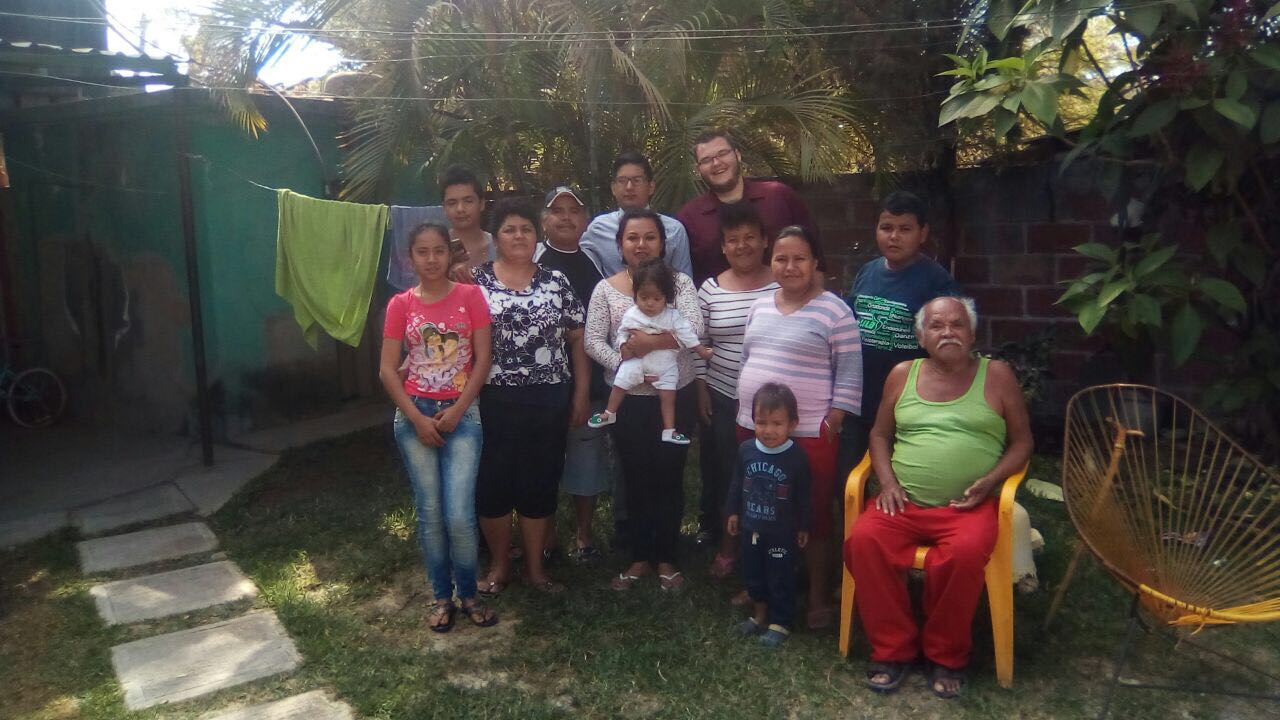 Students with their host family in Ixtlilco